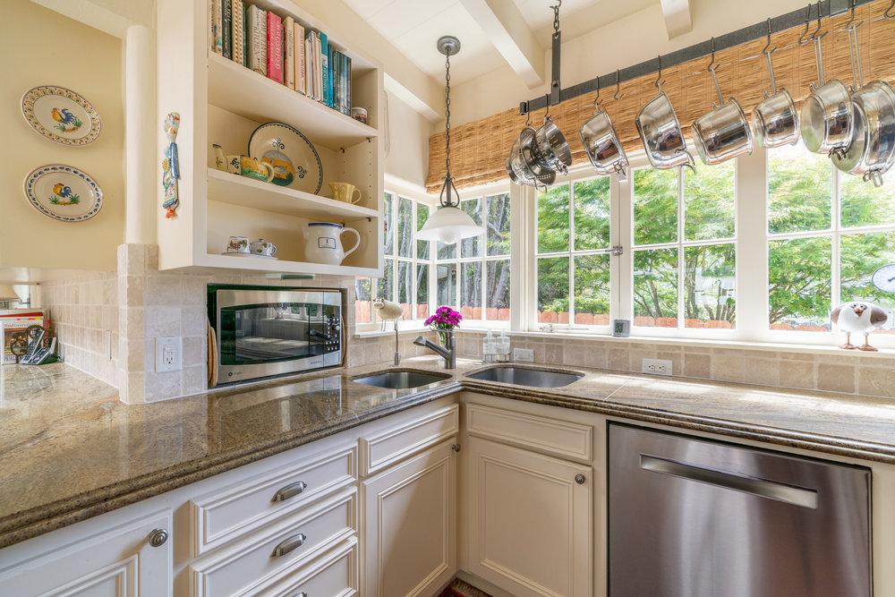 12 a. kitchen3.jpg