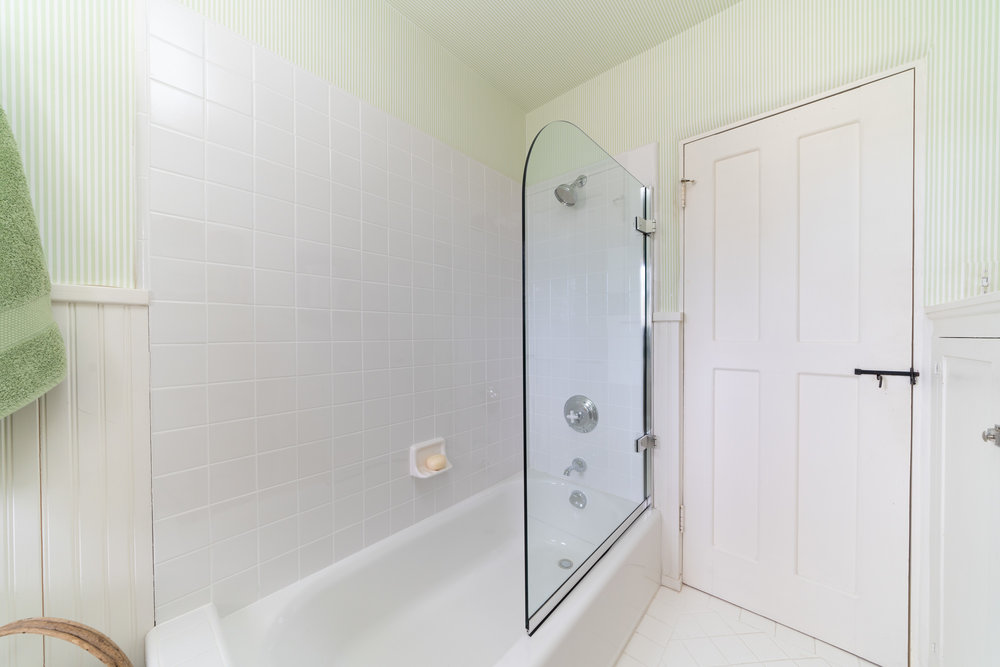 30.bathroom 3.jpg