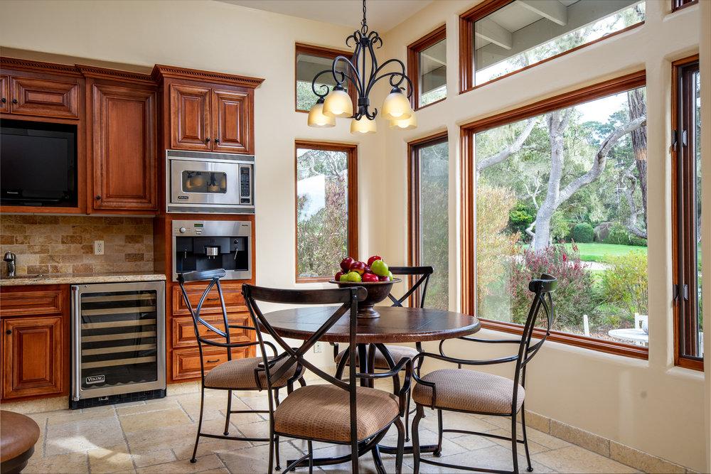 10 kitchen 1.jpg
