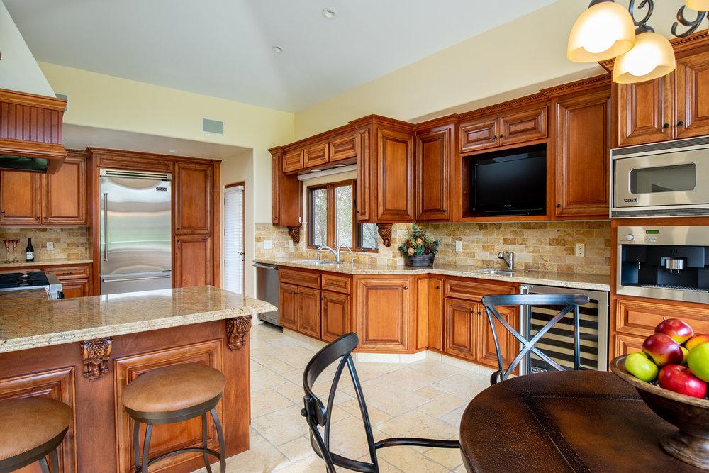 11 kitchen 2.jpg