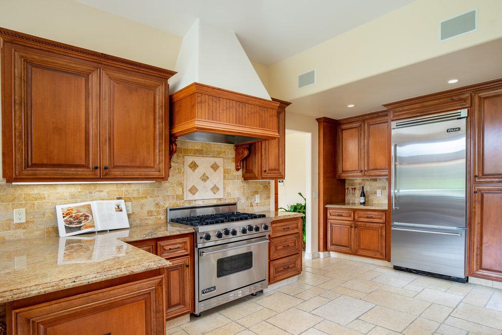 12 kitchen 4.jpg
