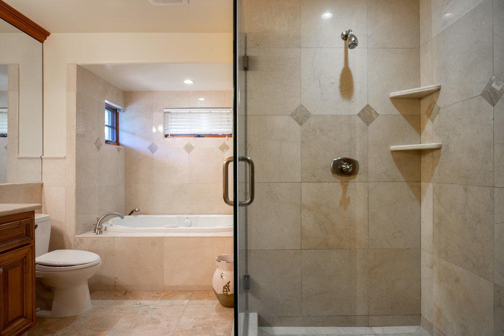 23 master bath 2.jpg