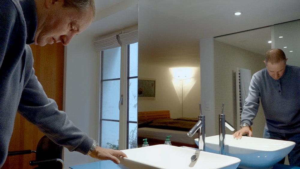 20:00 PREMIÈRE - [jürg] de Raphael Meyer (20'), en présence du réalisateur et du protagoniste du film.Jürg, professeur de linguistique, s'effondre sur le sol de son appartement... >