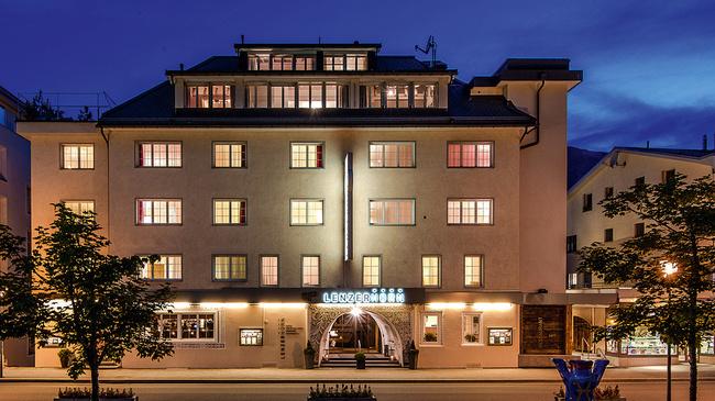 Hotel_Lenzerhorn_Nordicwalking_AktivFerien.jpg