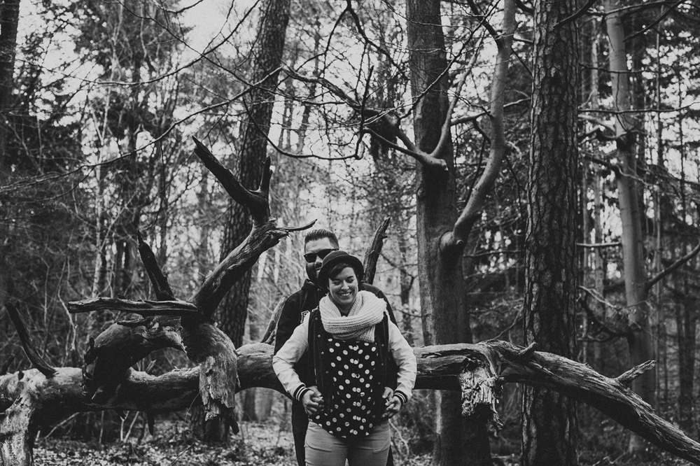 Epic loveshoot in a rough and old forrest