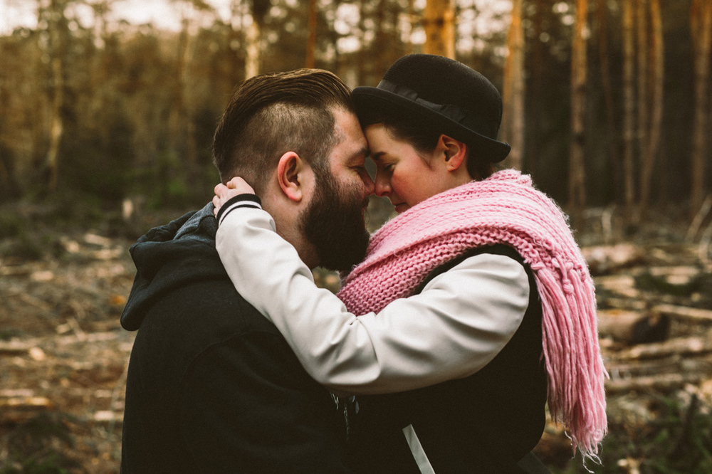 Loveshoot of a rock and roll couple with a pink scarf