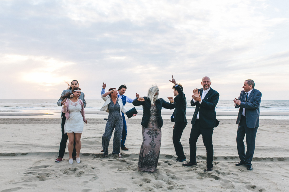 wedding photographer beach kerkduin