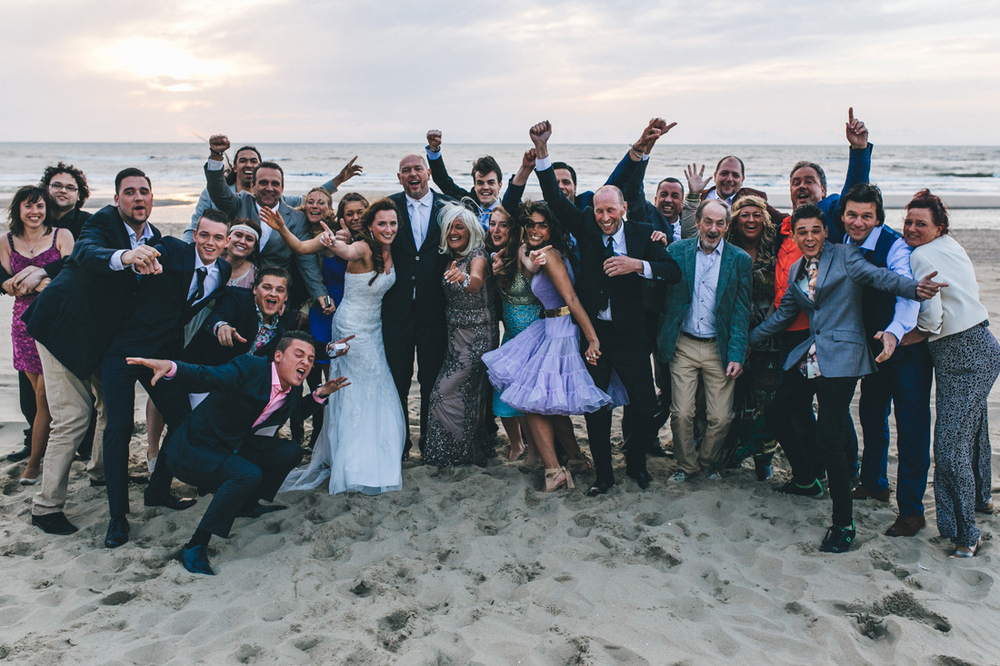 groupshot wedding at the beach in the netherlands