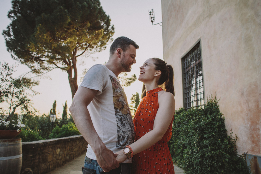 Destination wedding photographer from Italy in Chianti from prov