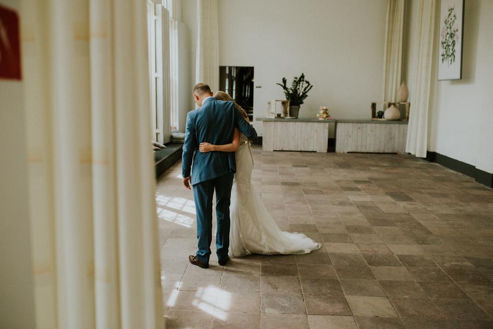 an intamte moment between the bride and groom at hortus botanicu