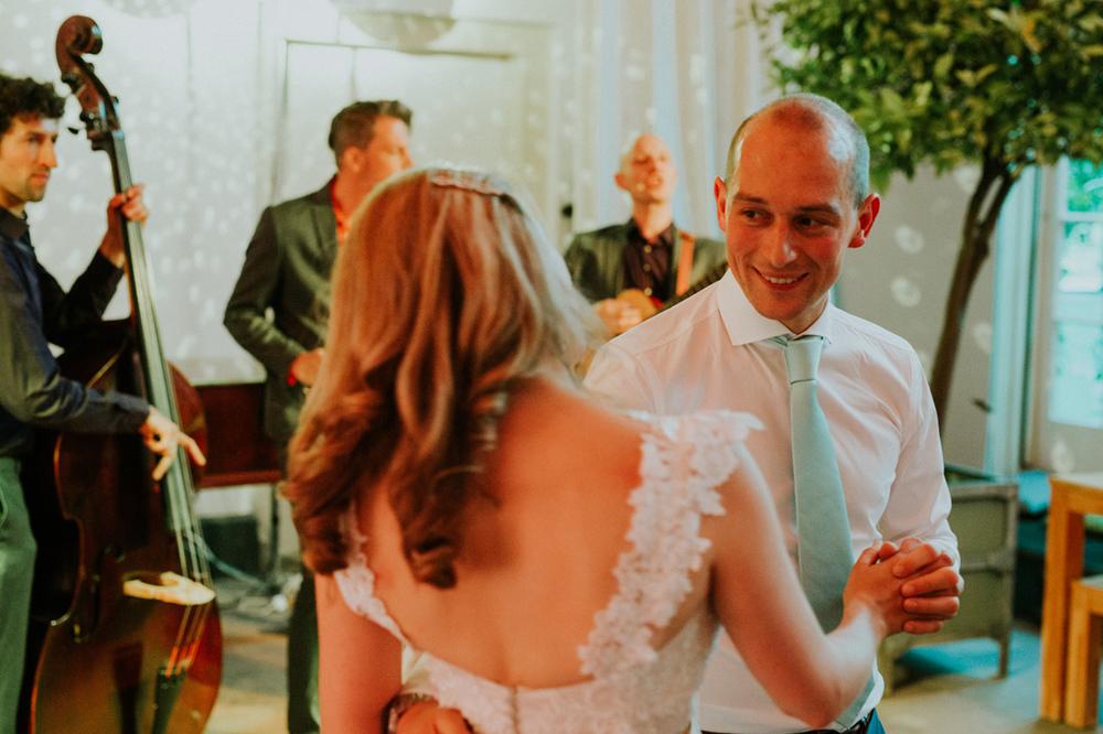opening dance of wedding at hortus botanicus leiden