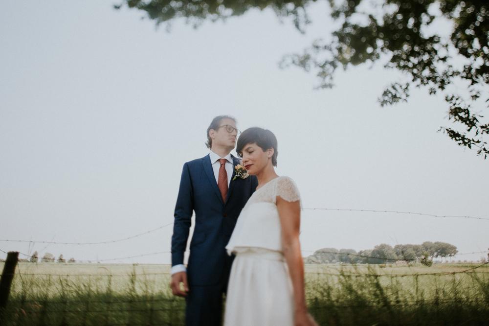 elegant posing by wedding couple, easy tips