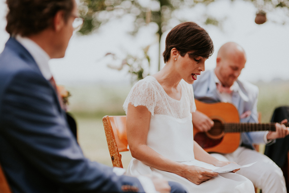 bride is singing a song for the groom, emotional and speechless