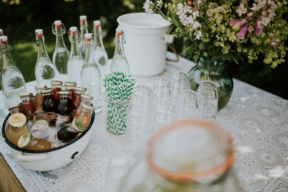 vintage table setting for your wedding, great tips