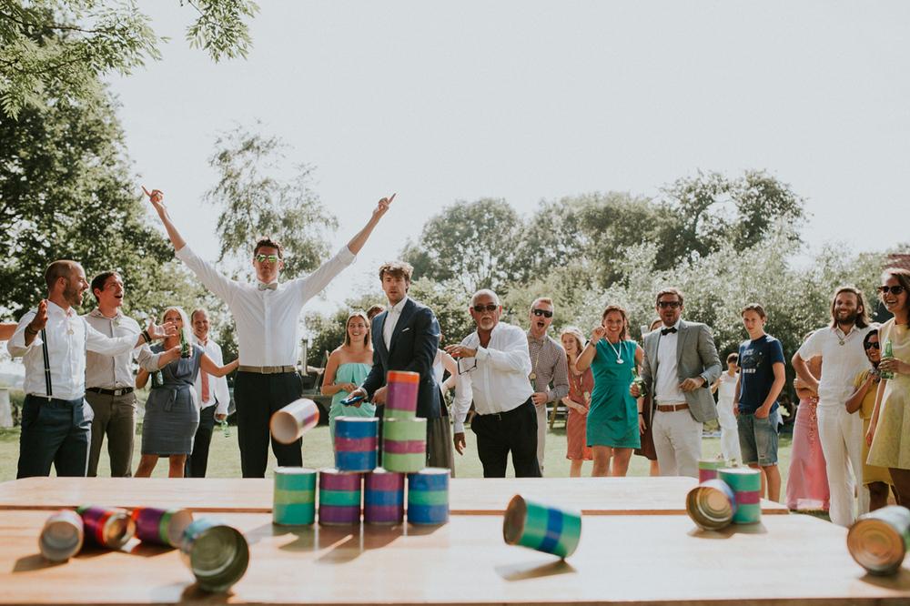 blikkengooien is een leuke tip voor spelletjes op je bruiloft