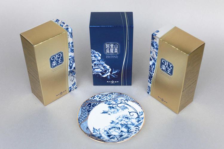 天仁茗茶   共同聯名設計,楊莉莉青花×天仁茗茶:藍風采韻禮盒。