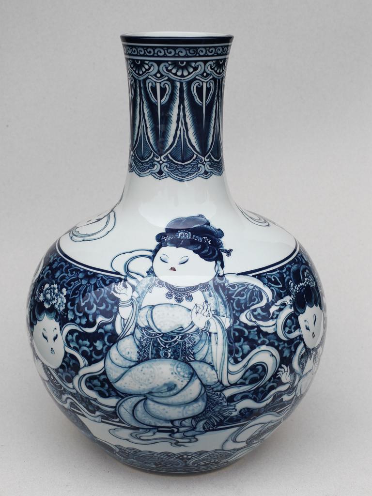 觀音天球瓶   尺寸(長x 寬x 高):32.0 x 32.0 x 48.0 cm