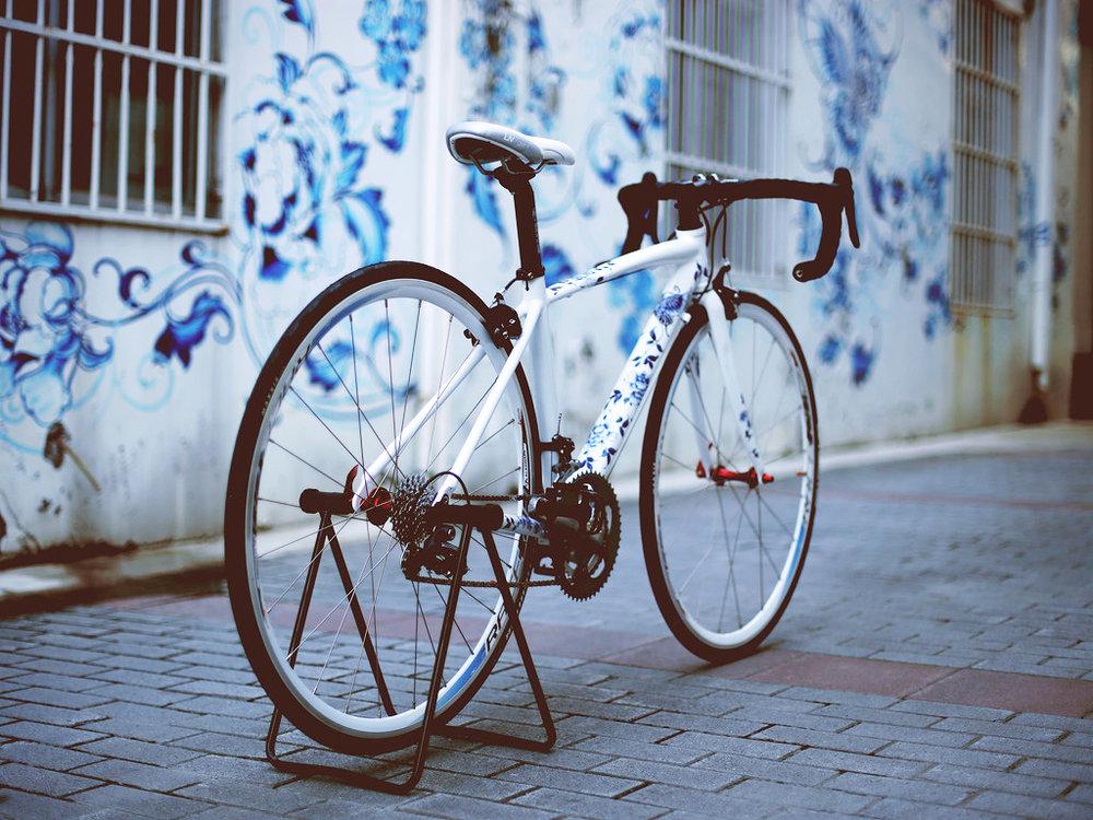 高級私人訂製   以鋁合金車身打造的手工彩繪單車。