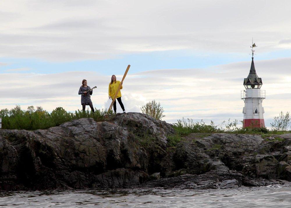 Havets stemme - En samling eventyr fra ulike kystkulturer, bearbeidet av Marianne Ek Hagen og lagt til musikk av Marte Røyeng.