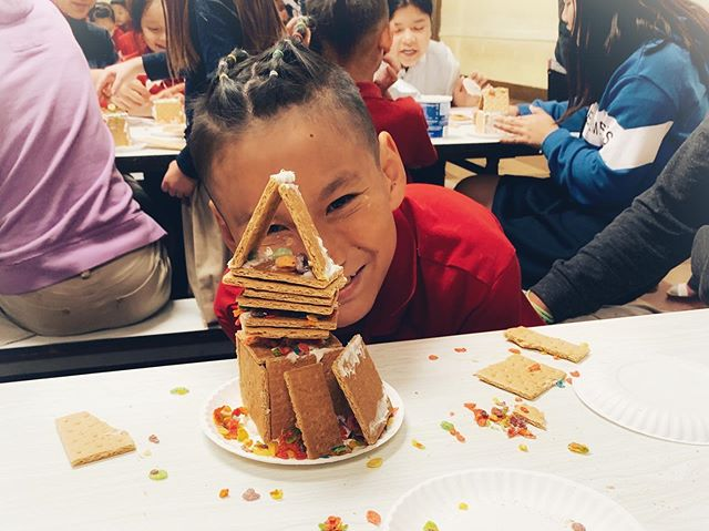 Season's Greetings basically means Happy Winter, right?! It was a Happy Winter Carnival at Sejong this last week. Kicking off #winterbreak in style. Students made snowflakes, gingerbread houses, greeting cards, and check our stories for those who tried to put the carrot on the ⛄️ #carnival #winter #games #school #publiccharterschool