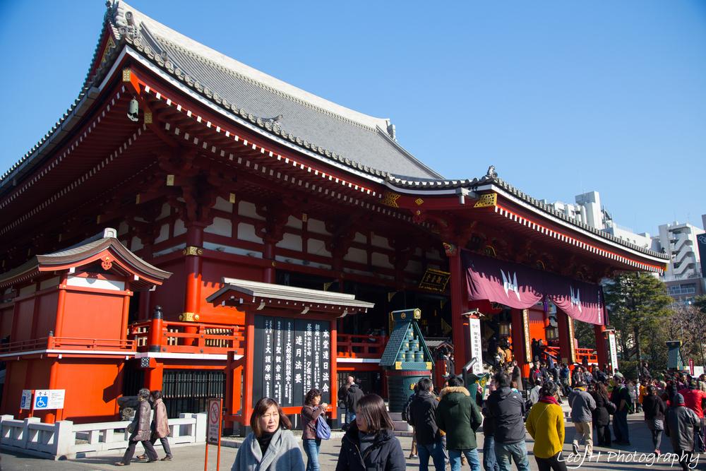 Senso-ji shrine, worshipping the goddess Kannon
