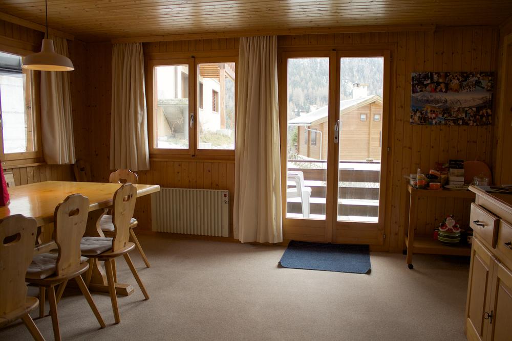 De eetkamer met toegang tot ruim balkon.