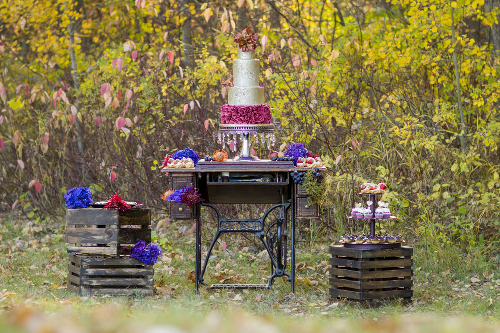 Dramatic Autumn Wedding Cake