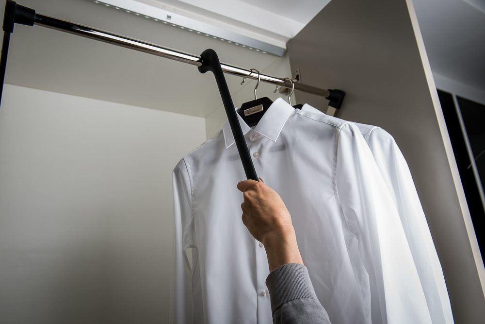 Pull-down hanging rail  Allows you to bring the rail up & down efficiently and maximise wardrobe space to the ceiling.