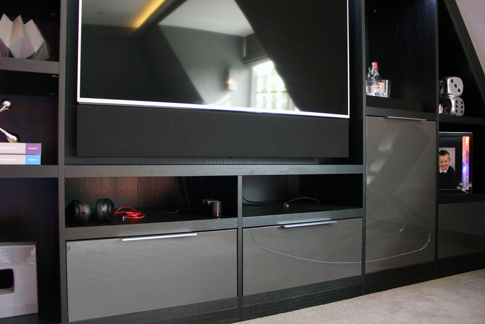 Nero Ash Lacquered Media Unit with Graphite High Gloss Drawer Fronts (3).jpg