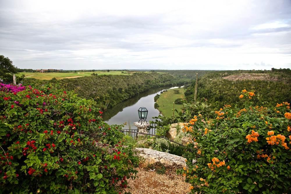 Río Chavon: Este río sirvió de escenario en el rodaje del célebre film « Apocalypse Now ». Unpaseo en lanchaspor elRioChavon se combina perfectamente con la visita al pueblo.