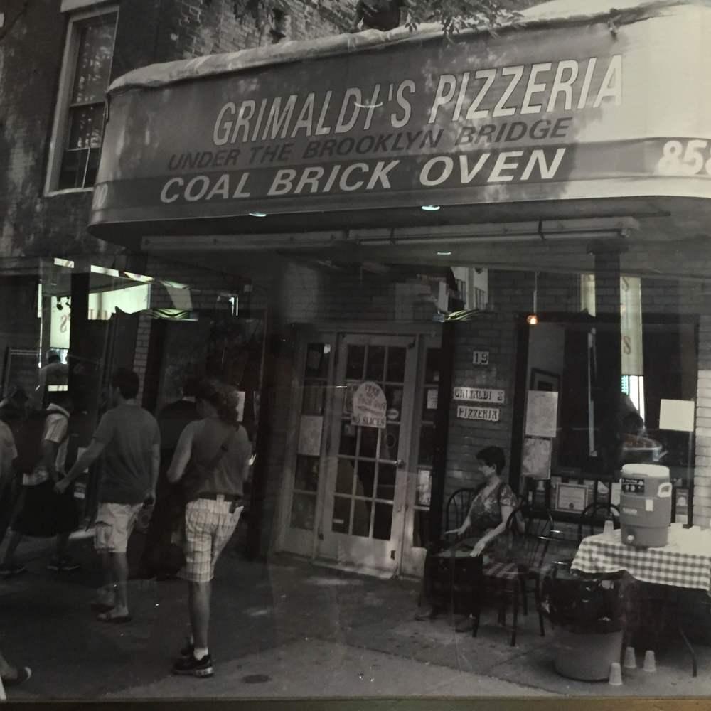 Foto antigua de la pizzería Grimaldis