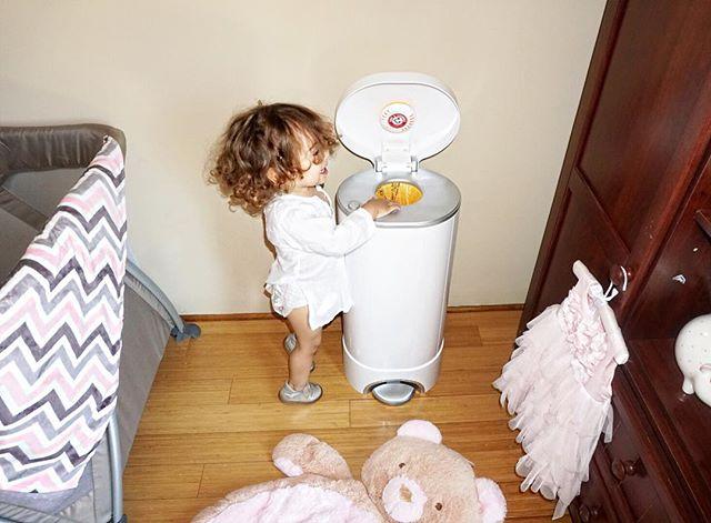 Mis amores nueva publicación en mi blog de las cosas de bebés que más utilizo en casa! Sé que les va a gustar mucho! En este post les cuento de mi #stepdaiperpail de @munchkininc #sponsered @lbconnect Thank you!