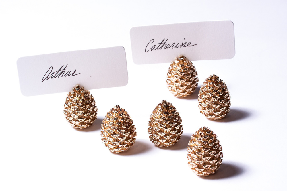 These dainty acorn place card holder make for fun decorating