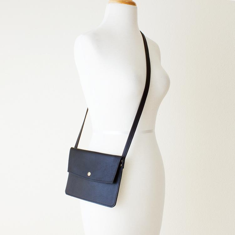Small Black Leather Crossbody Bag — JILLY DESIGNS d826726df53a6