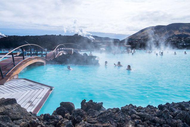 Iceland-Blue-Lagoon-People-Soaking-Bridge.jpg.638x0_q80_crop-smart.jpg