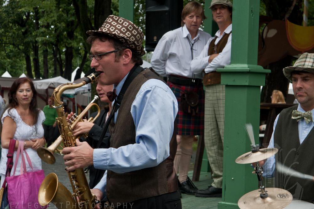 2011_liz_leggett_festival_vieux_metiers_watermarked-20.jpg