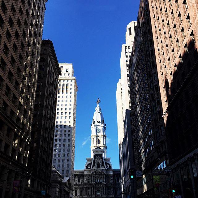 ...o céu de Philly! • #philadelphiaskyline #vscophiladelphia #krisieleoliveira #filadelfia #pensilvania