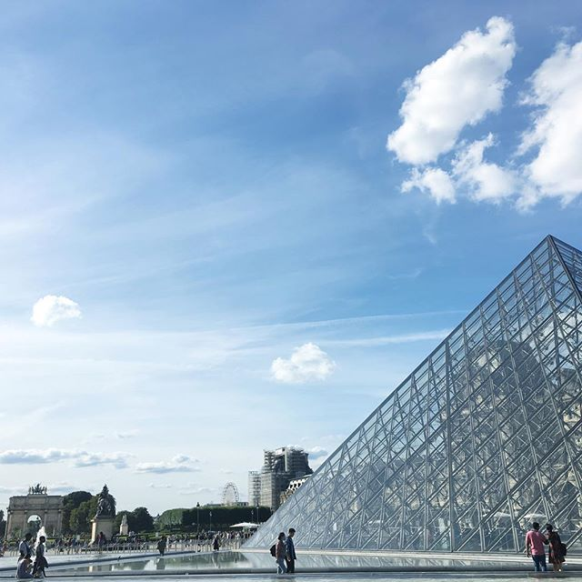 ...the glass pyramid! .. #krisieleoliveira #paris #museodolouvre #louvre