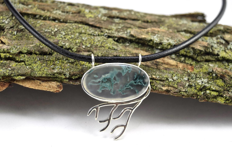 natural moss agate chakrareki pendant necklace Unique moss agate water-drop pendant necklace with adjustable leather cord