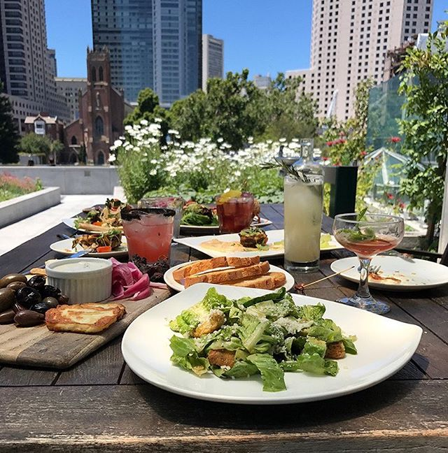 Happy #Friday! Come out & kick it off with some delicious #eats on our patio!☀🍹
