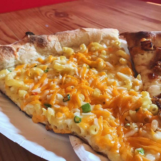 Geez Karen I'm on an all macaroni diet... . . . . #pizza #dimos #NOMaste #cheese #macoroni #macoronipizza #chicago #chicagofoodie