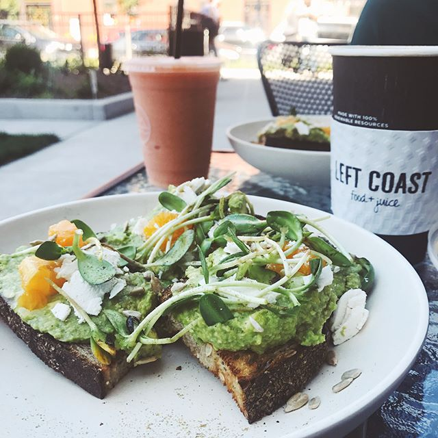 #avacadotoast on this beautiful #friday in #chicago @leftcoastfood . . . . #chicago #chicagofoodie #rivernorth #avocado #avacadotoast #lagunatoast #leftcoastfoodandjuice #friday #NOMaste #nationalcoffeeday