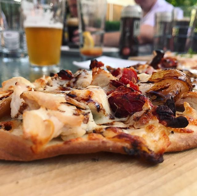 Chicken #flatbreadpizza with the gals #rockyriver #winebar #clevelandfoodie #cleveland #saturdayz #darty