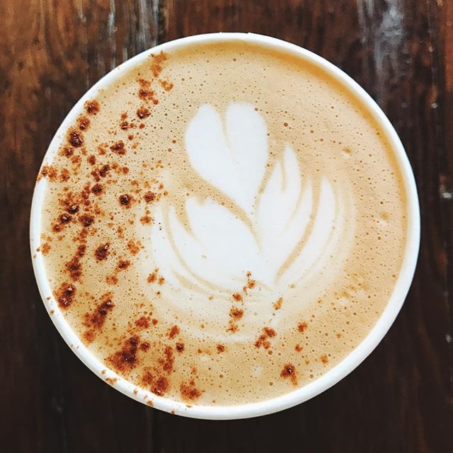With the temp shifting to #fall finally you gotta love a little #mojos in #bayvillage . . . #latte #☕️ #NOMaste #cleveland #clevelandfoodie #coffeart