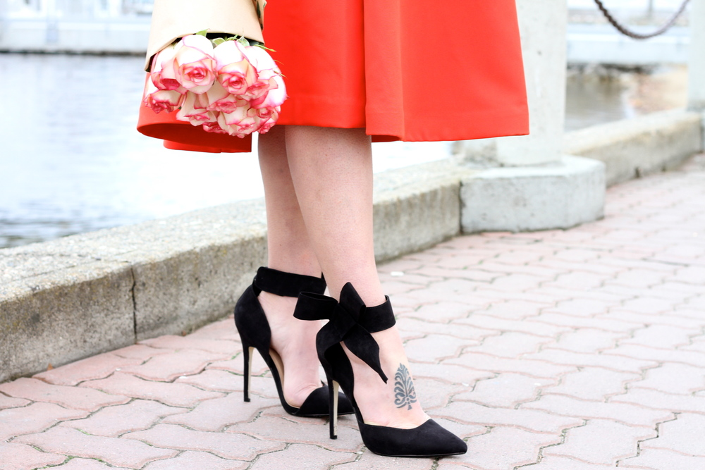 Black Bow-Tie Pumps.