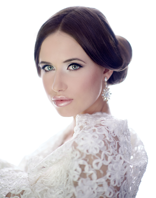 We like to create a unique look that will reflect your personality, enhance your natural beauty and ensure that you will look breathtakingly beautiful on your wedding day.