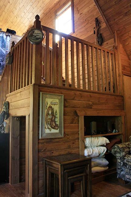 Cabin4_stairs.jpg