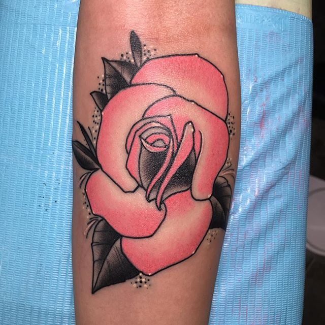 Another fun #rosetattoo from this week. #morelikethis #roses #tattoo #flowertattoo #pinkandblack #pinkrose #flowertattoo #tattoosforgirls #girlswithtattoos #blackclawneedle #black #fusionink #dynamicink #dankubin  #whitedots #tittysprinkles #selfinflictedstpeters #selfinflictedstudios #bestinthemidwest #teamnocoast #tattoosbyjon