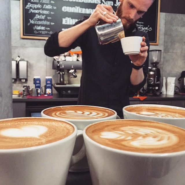 Gourmet Coffee City - latte art practise