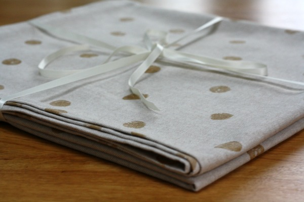 Make: Gold spot table cloth - part two - mitred corners